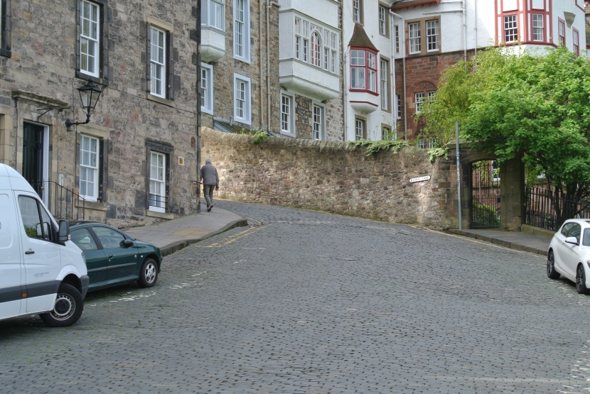 Follow the Cobblestone Road-Part 1 (The RoyalMile)