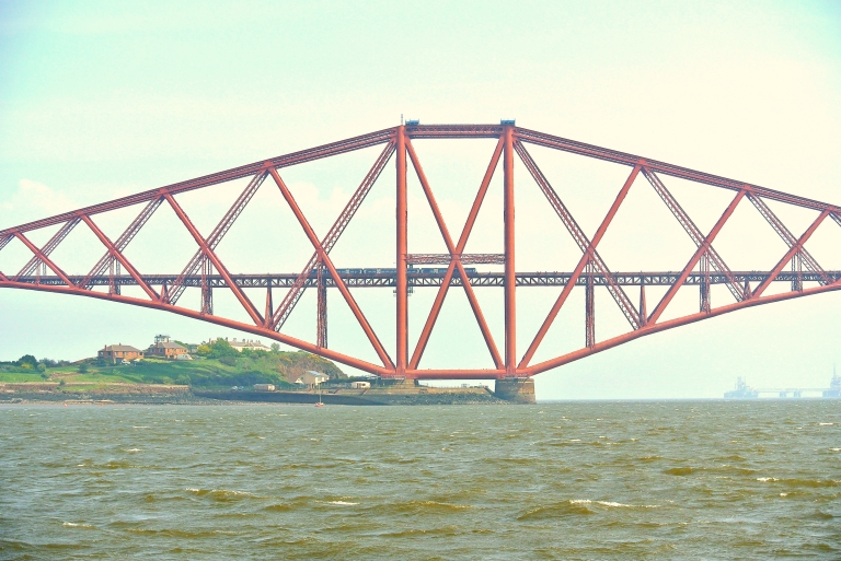 A train crossing the Forth Bridge.