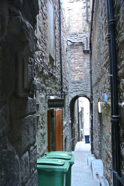 A close, or narrow alleyway, in Edinburgh, Scotland.