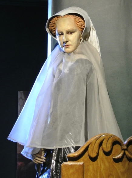 Statue of Mary Queen of Scots.